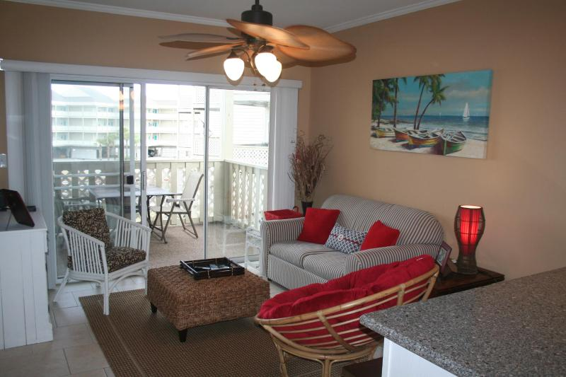 Available August 7-12 Shabby-Chic Fun Baywatch D8 - Image 1 - Pensacola Beach - rentals