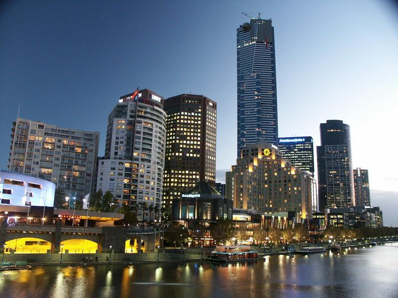 Southbank  Apart is between the Concert Hall & Eureka Tower behind Langham Hotel 500m to the river - Southbank Melbourne CBD - Walking distance to everything  2/3 bedroom 2 bathroom - Melbourne - rentals