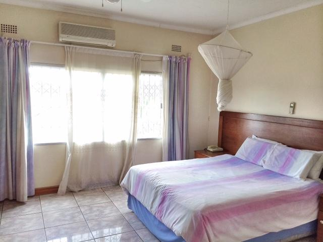 A standard room, with air conditioning and satellite TV. - Juls Africa - Lusaka - rentals