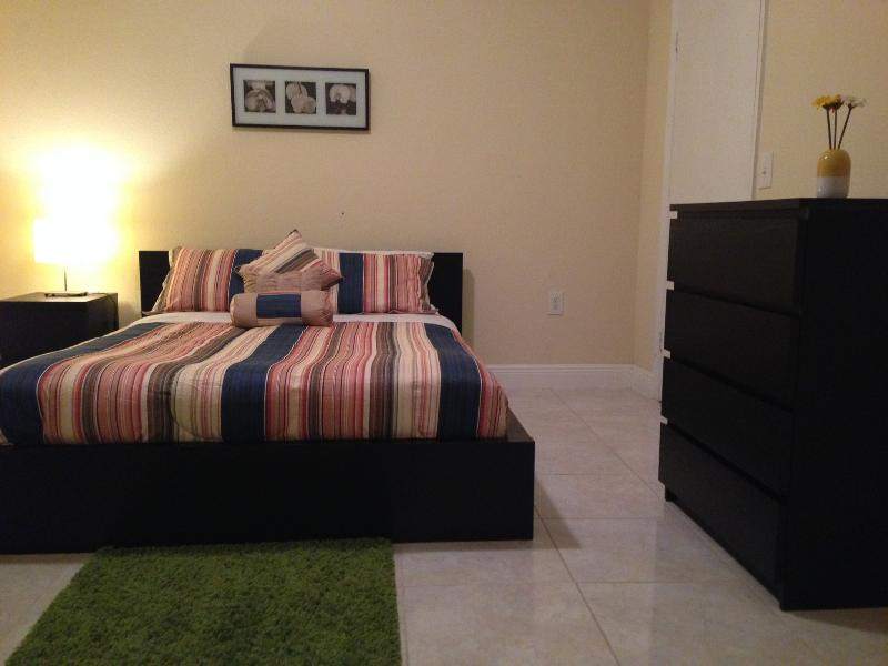 LARGE BEDROOMS - NEW CONDO AT SAWGRASS MALL - Plantation - rentals