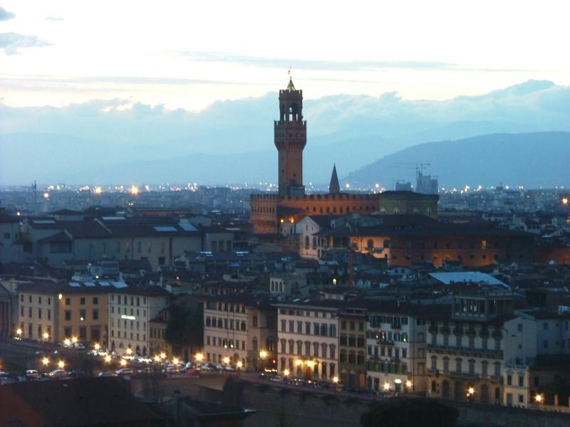 Florence by night along the river - Modern 2 Bedroom Apartment Rental in Florence - Florence - rentals