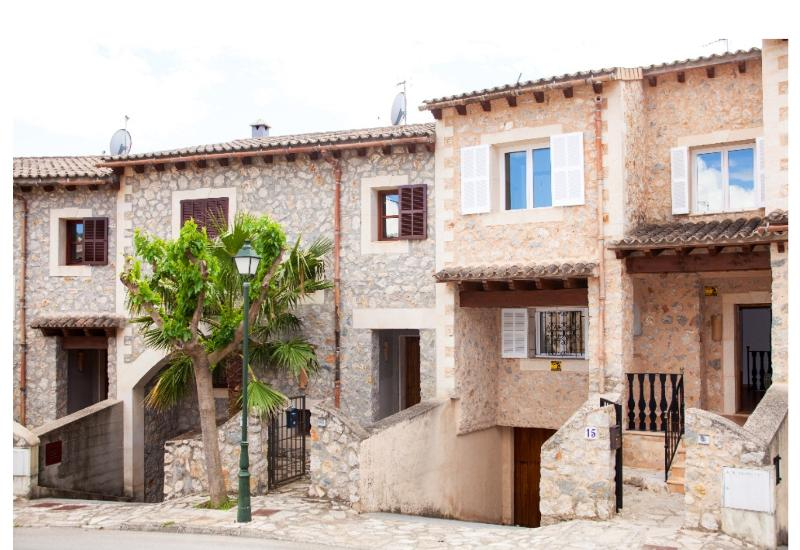 Beautiful Town Home In Puigpunyent With 5 Star Facilities - Image 1 - Puigpunyent - rentals