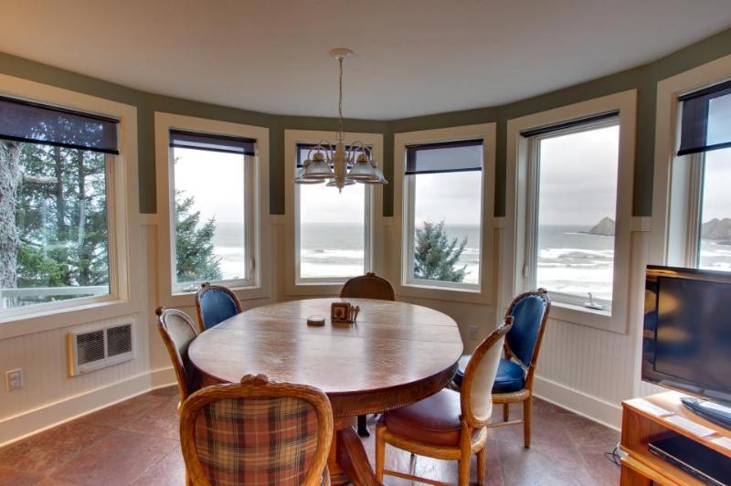 Huge castle with ocean views, decks and room for 17! - Image 1 - Oceanside - rentals