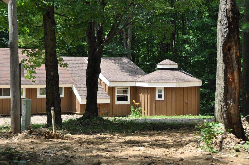 Wooded Cottage - Wooded Cottage #4 Adjacent to Autumn Lake - Orwell - rentals
