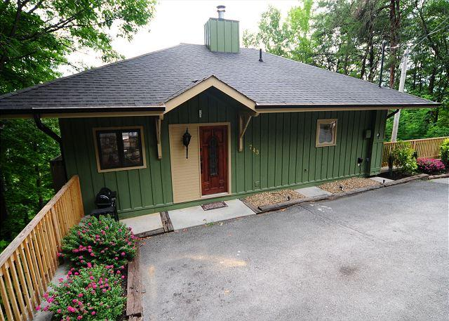 Exterior and Parking - 743 LeConte Loft - Gatlinburg - rentals