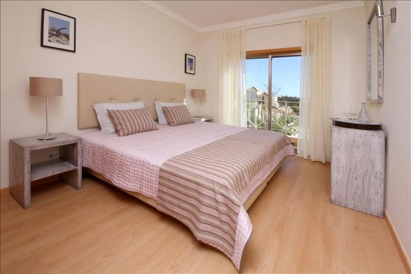 Splendid 2 Bedroom Townhouse for 6 with Sea and Pool View Terrace - Image 1 - Albufeira - rentals