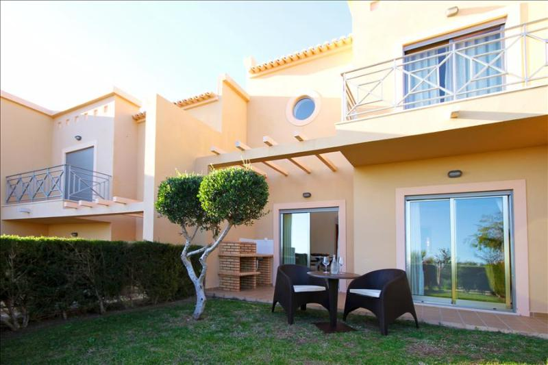 Splendid 2 Bedroom Townhouse for 4 with Sea and Pool View Terrace - Image 1 - Albufeira - rentals