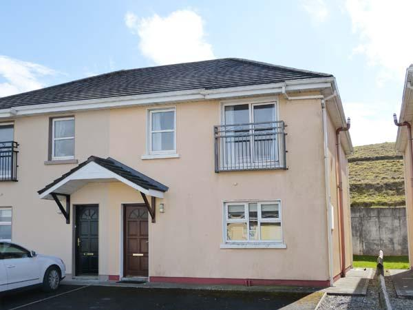 LOIS NA MARA, semi-detached cottage, en-suite, close to the coast, in Lahinch, Ref. 904928 - Image 1 - Lahinch - rentals