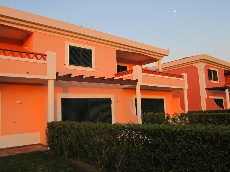 ONE BEDROOM APARTMENT FOR 4 IN A COMPLEX 5 MINUTE DRIVE FROM THE CENTRE OF VILAMOURA REF. CCC110428 - Image 1 - Quarteira - rentals