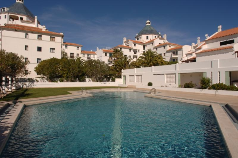 ONE BEDROOM APARTMENT IN VILAMOURA LOCATED 200 M FROM THE MARINA AND 1 KM FROM THE FALESIA BEACH - REF.ALG111070 - Image 1 - Quarteira - rentals