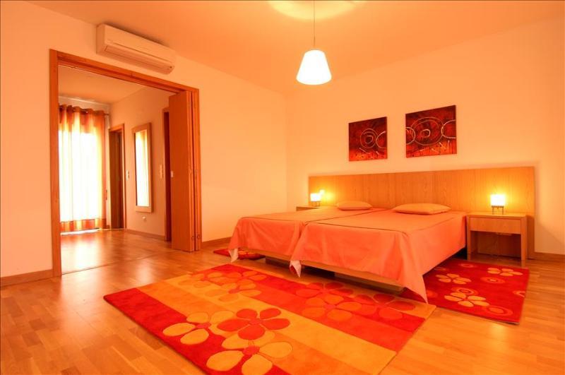 3 Bedroom Apartment in Albufeira's Marina - Image 1 - Albufeira - rentals