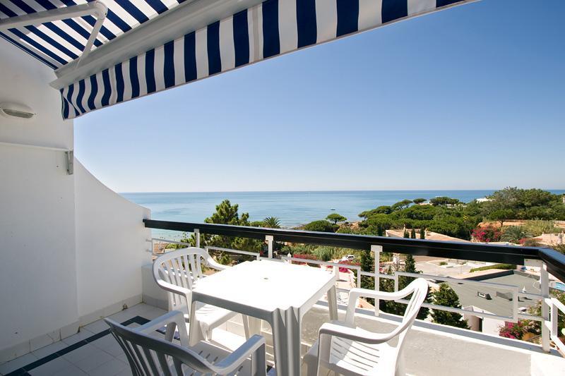 Studio with sea or garden view in Olhos de Agua - Image 1 - Olhos de Agua - rentals