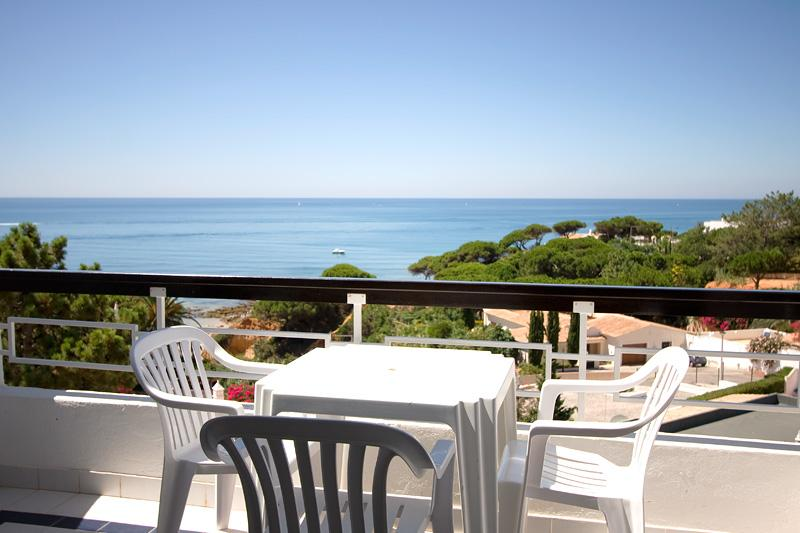 ONE BEDROOM APARTMENT WITH SEA OR GARDEN VIEW IN OLHOS D' AGUA - ALBUFEIRA - REF. APPQ110000 - Image 1 - Faro - rentals