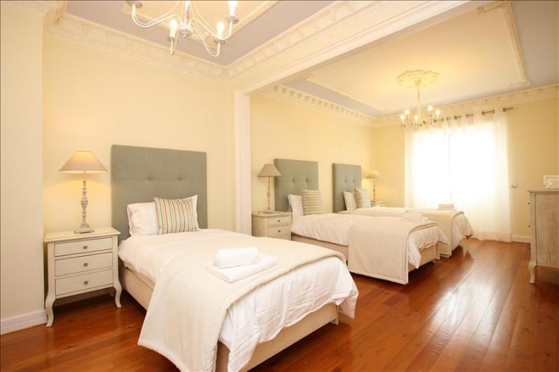 Marquês Deluxe Apartment - Image 1 - Lisbon - rentals