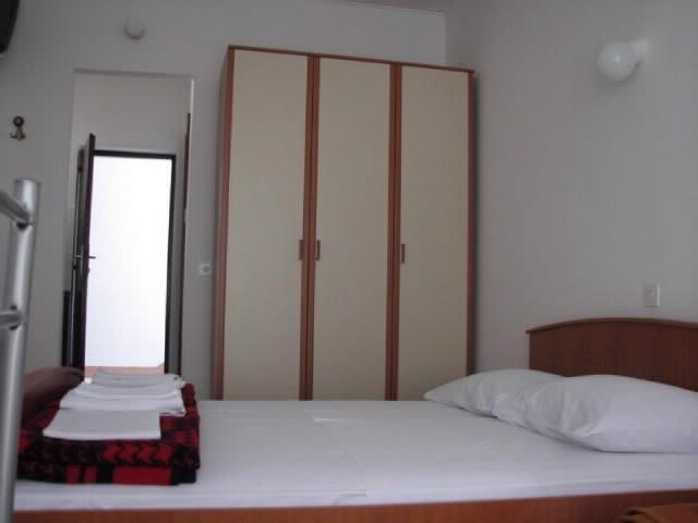 Apartments Igor - 44141-A1 - Image 1 - Gdinj - rentals
