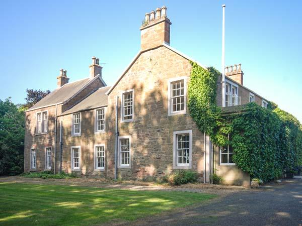 ROSEMOUNT HOUSE, outdoor heated pool, pool table, en-suites, near golf, luxury country house near Blairgowrie, Ref. 906447 - Image 1 - Blairgowrie - rentals
