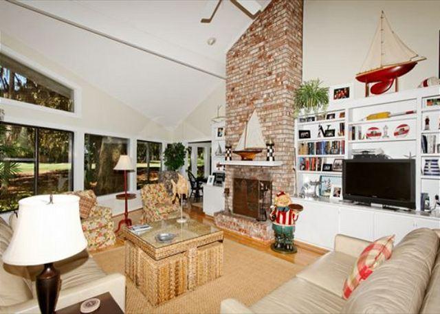 Living Area - Fern Court 7, 3 Bedrooms, Golf View, Large Pool, Sleeps 10 - Hilton Head - rentals