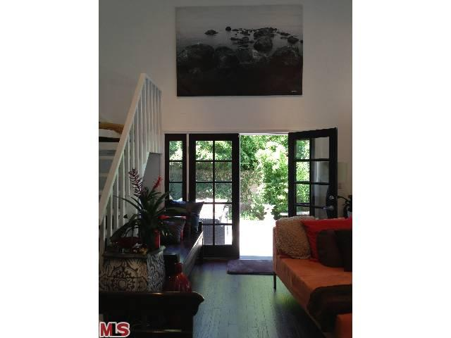 Living room with 3 French doors, one is leading to A large deck - Beautiful high ceiling lge mod clean bright new hm - Marina del Rey - rentals