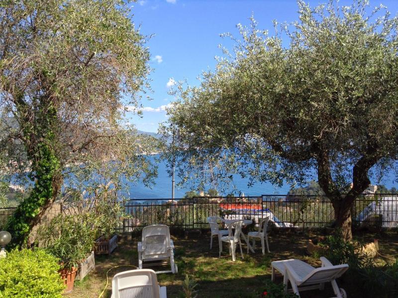 Garden view - Andromeda Villa, Breathtaking view on Rapallo gulf - Rapallo - rentals