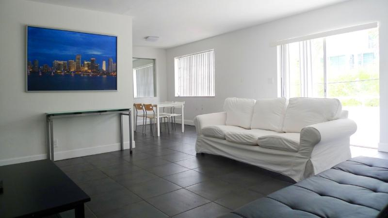 Living room - 5 Minutes Walking Distance To Lincoln Road - Miami Beach - rentals