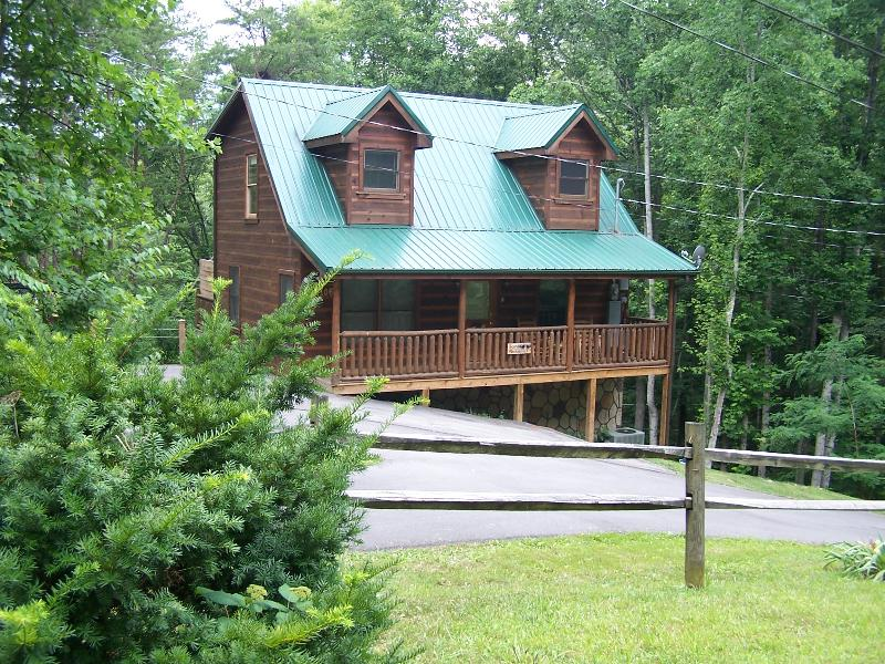 Bear Necessities Summer View - Bear Necessities Cabin  Pet friendly in the Smokys - Sevierville - rentals