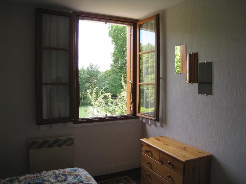 View from riverside bedroom - Cozy - Troo - rentals