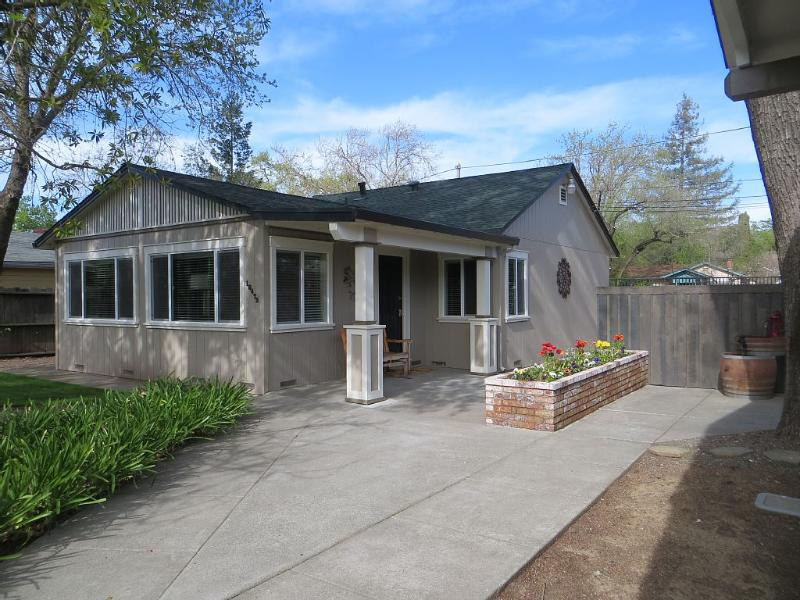 Be lazy at Sonoma's Lazy Oak Cottage! - Wine Country 2 bedrm Cottage w/optional guesthouse - Sonoma - rentals
