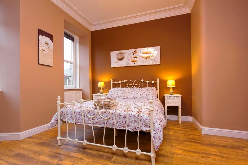 Stylish Apartment near The Royal Mile - Image 1 - Edinburgh - rentals