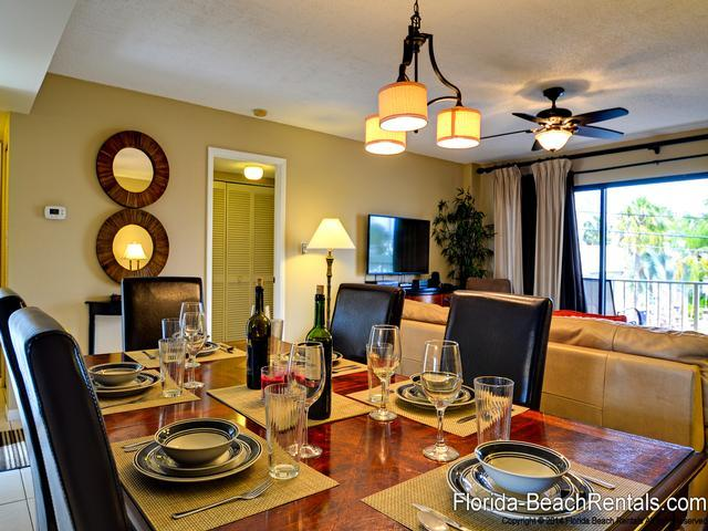A beautiful vacation setting - Villas of Clearwater Beach 2B Refurbished 2/2 steps to Clearwater Beach sand - Clearwater Beach - rentals