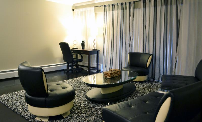 Spacious living room with luxurious leather sofas - Heart of Vancouver! 1 BD in Burnaby - Burnaby - rentals