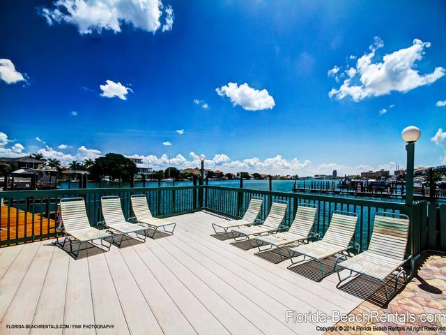 Large sun decks - Dockside Condos 200 Bayfront | 3 Bedrooms 2 Baths | Heated Pool - Clearwater Beach - rentals