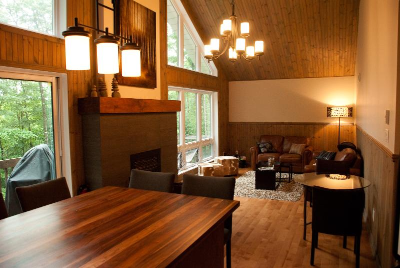 Living area - Tremblant  Retreat (Free Wifi, taxes included) - Mont Tremblant - rentals