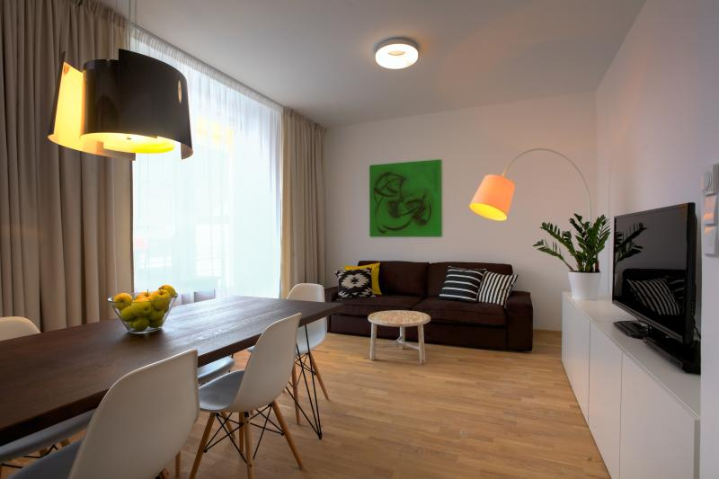 Three-Bedroom Terrace Apartment - Three-Bedroom Terrace Apartment - Prague - rentals