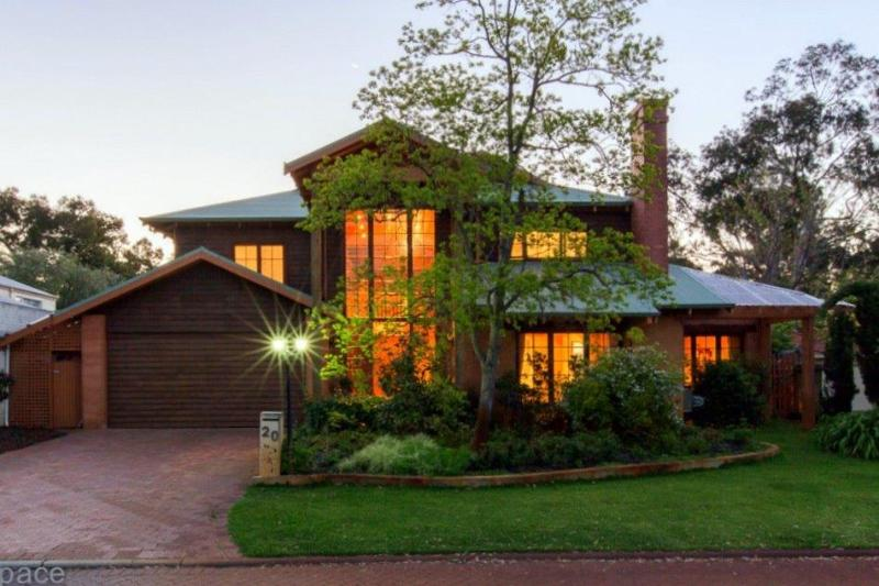 Front view - Rustic Parkland Living in the heart of Claremont - Claremont - rentals