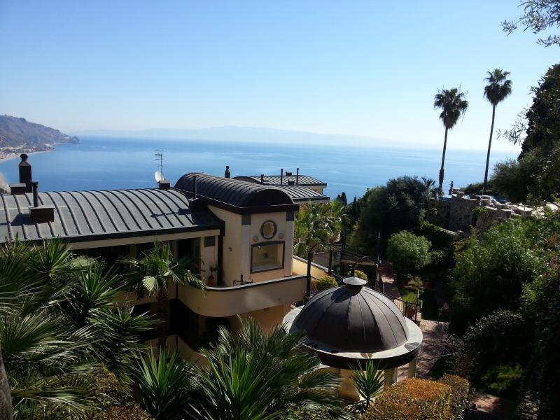 Immersed in garden and breathtaking views - *****PANORAMIC, garage, swimming pool, garden,WiFi - Taormina - rentals