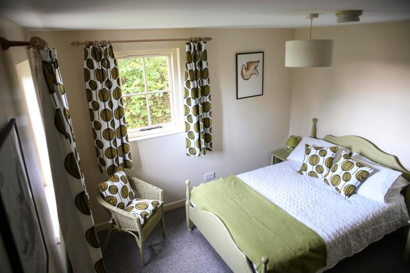 Innisbeg bedroom - Innishbeg Cottages Northern Ireland - Kylemore - rentals