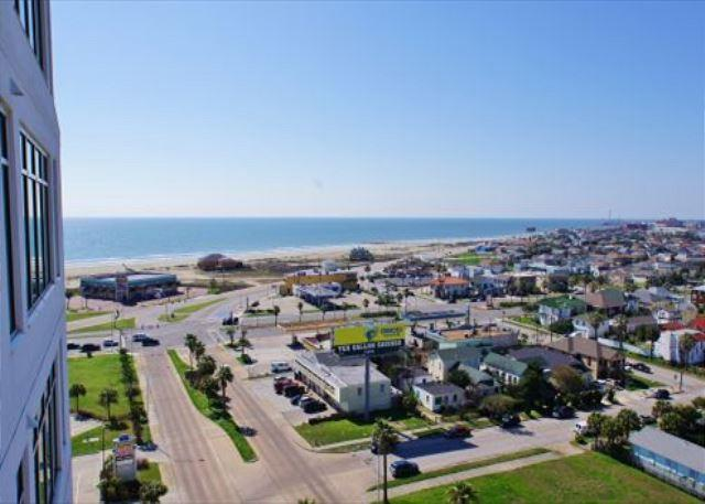 Beach views from beautiful Emerald By The Sea condo! - Image 1 - Galveston - rentals