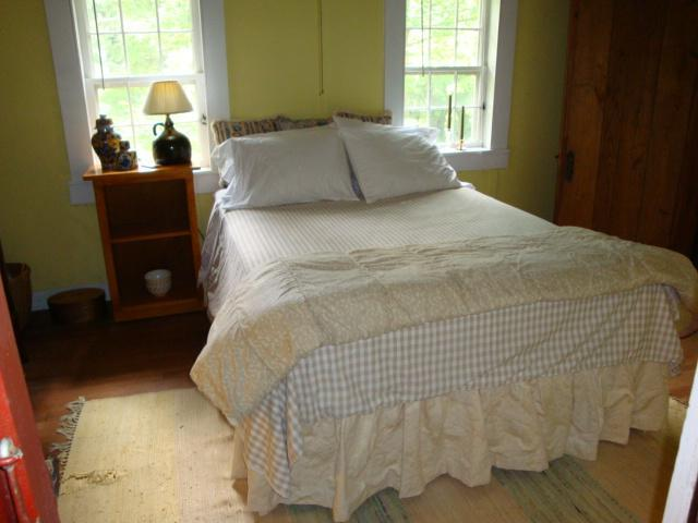 the yellow room at the chestnut lodge - Image 1 - Lee - rentals