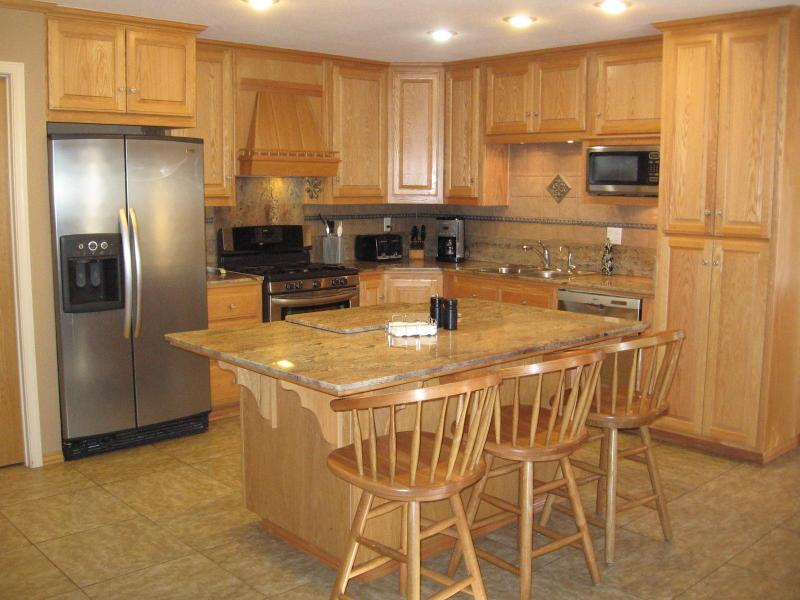 Kitchen - well equipped and modern appliances - Incredible Yosemite vacation home with wifi and washer/dryer - Mariposa - rentals