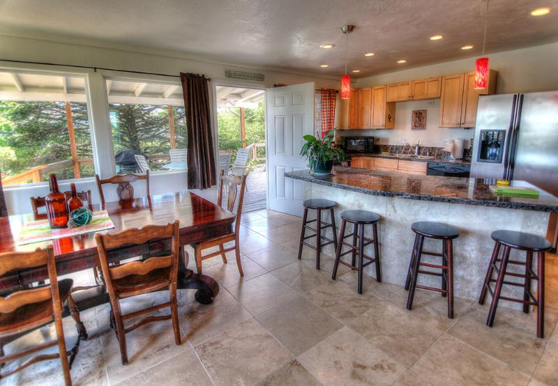 The Nautica Beach House! - Quiet Private Beach House with Hot Tub! - Waldport - rentals