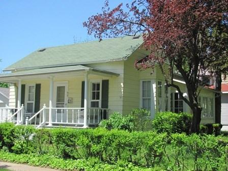 Front exterior - Coral Cottage - South Haven - rentals