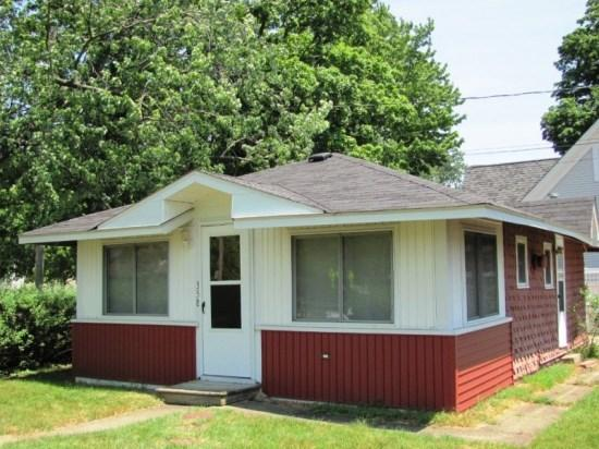 Front of Cottage - 358 North Shore Drive - South Haven - rentals
