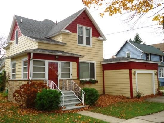 Front of Home - Peaches and Beach - South Haven - rentals