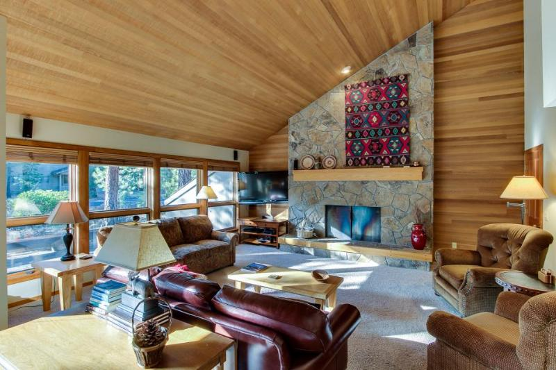 Cozy home with forest views and resort amenities like shared pool & hot tub! - Image 1 - Black Butte Ranch - rentals