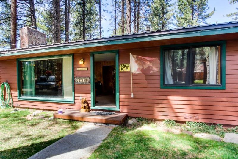 Dog-friendly cottage w/ hot tub and cozy gas fireplace - Image 1 - South Lake Tahoe - rentals