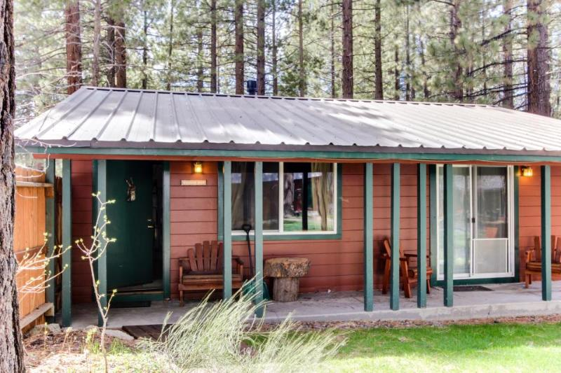 Dog-friendly w/ shared hot tub, fireplace, fenced grounds! Lake Tahoe nearby! - Image 1 - South Lake Tahoe - rentals