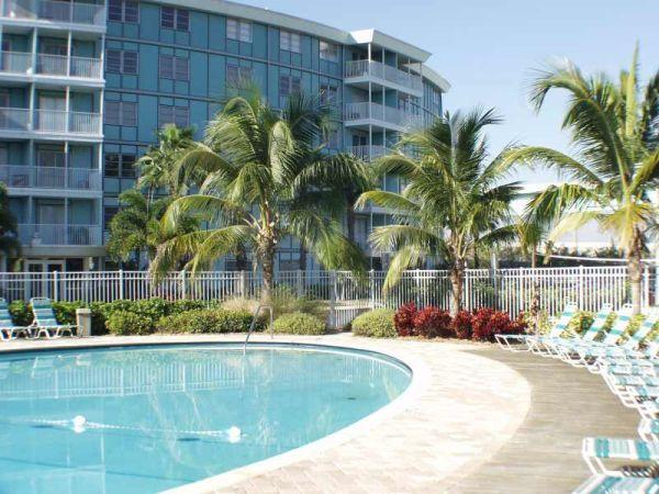 The elegant Wave condo building, south St. Pete by Skyway Bridge--near beaches! - Tropical 1/1 Private Condo, 4 mi. to beaches! - Saint Petersburg - rentals