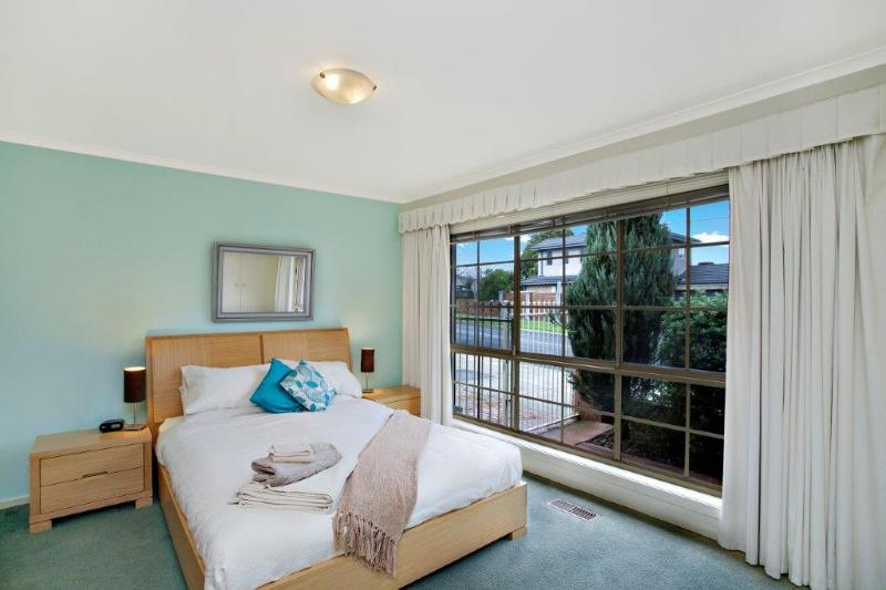 Lake View house  - Hampton 3 bed, kids & pets - Image 1 - Hampton - rentals