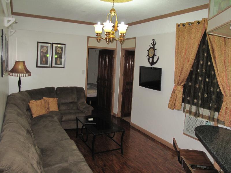 Living Area - Elegant 1 Bedroom Apartment Makati - Makati - rentals