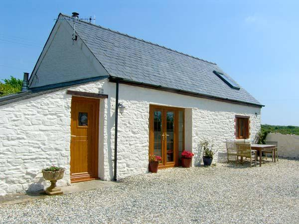 FOXGLOVE COTTAGE, romantic, character holiday cottage, with woodburner in - Image 1 - Little Haven - rentals